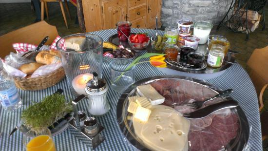 Gaestehaus Rusticana: breakfast