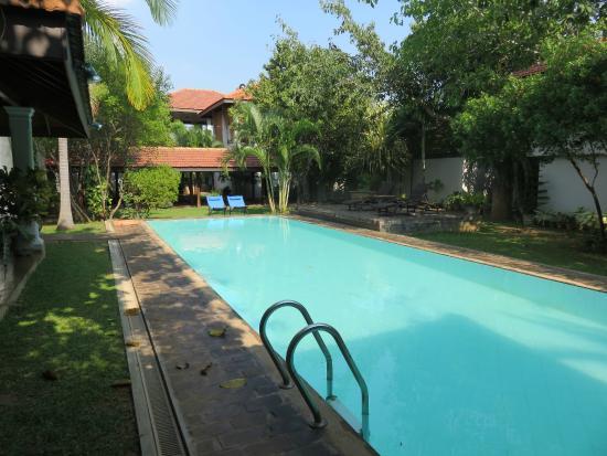 Villa Hundira: Pool and rooms