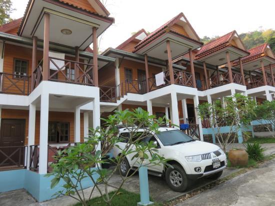 Banphu Resort: Free parking for my car