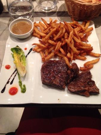 viande rouge et frites maison sauce au poivre photo de le bistronomique laval tripadvisor. Black Bedroom Furniture Sets. Home Design Ideas
