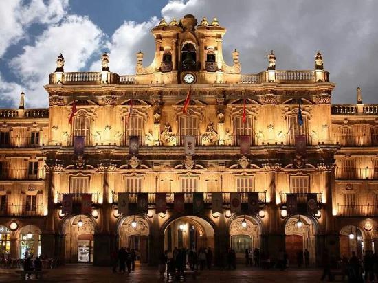 Salamanca's Plaza Mayor : La más Bonita del Mundo