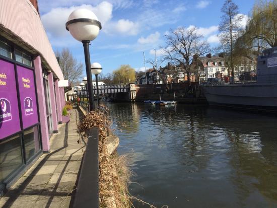 Premier Inn Norwich Nelson City Centre Hotel: Canal Path