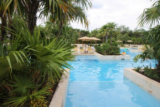 Fairmont Mayakoba: Beautiful, unique pools