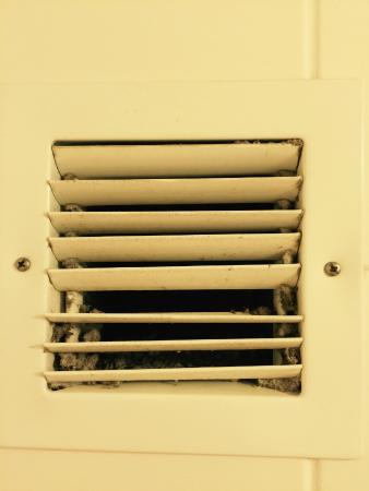 Residence Inn Newport News Airport: Dirty Vent #2