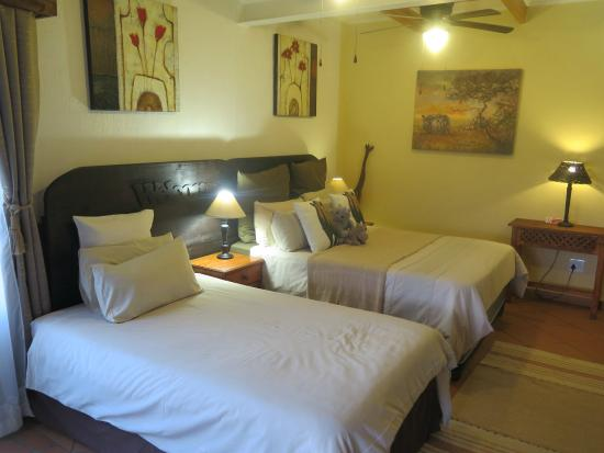 Acra Retreat - Mountain View Lodge - Waterval Boven : The Rhino Room