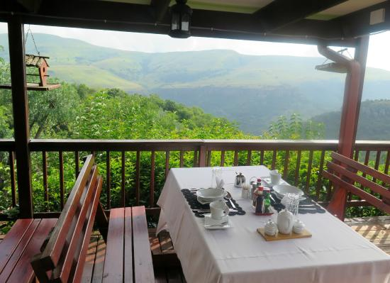 Acra Retreat - Mountain View Lodge - Waterval Boven: Breakfast on the Deck