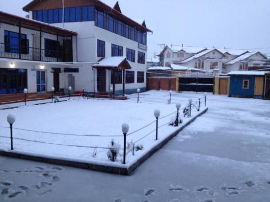 Hotel Luxury Inn : snow clad