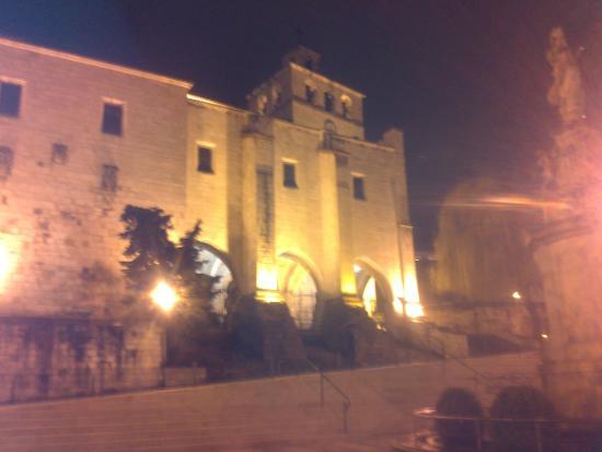 Cathedral Santander : Catedral iluminada