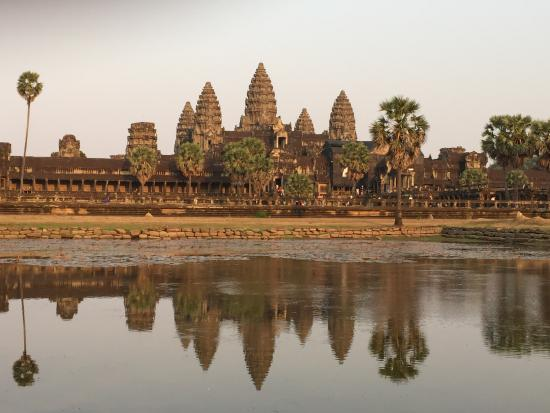 Angkor Guide Online Day Tours: The Angkor Wat Beauty