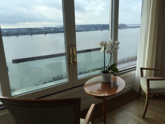 Hotel Louis C. Jacob: Blick vom Zimmer auf die Elbe
