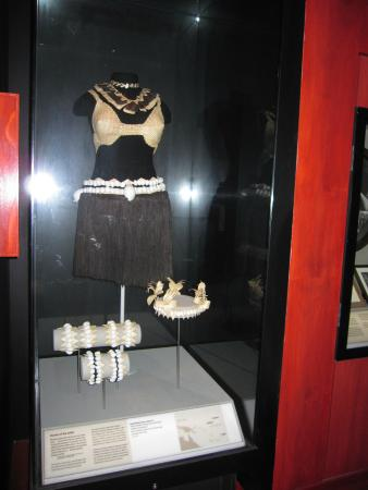 Te Papa Tongarewa (Museum of New Zealand): traje tipico