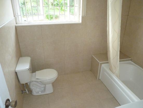 Garden House Jamaica : Bathroom