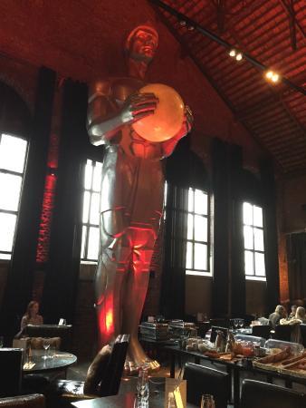 La Fonderie: Statue