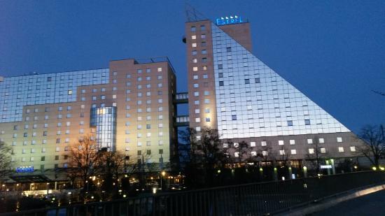 Estrel Berlin Vista Dell Hotel Dalla Strada