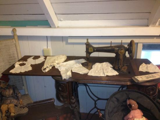 Cottage Museum: Colonial Sewing Machine