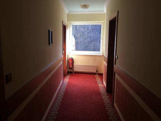 Rutzenmoos, Austria: Flur zum Zimmer