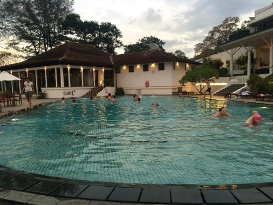 Swimming pool foto di cinnamon citadel kandy kandy for Swimming pool trade show barcelona