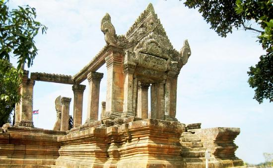 Angkor Best Driver: tour to preah vihear temple , car / van taxi driver to prasat preah vihear / koh ker and beng te