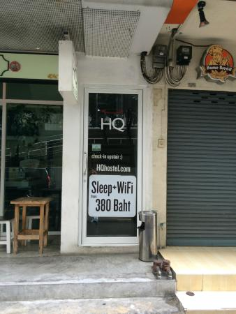 HQ Hostel Silom: Entrance