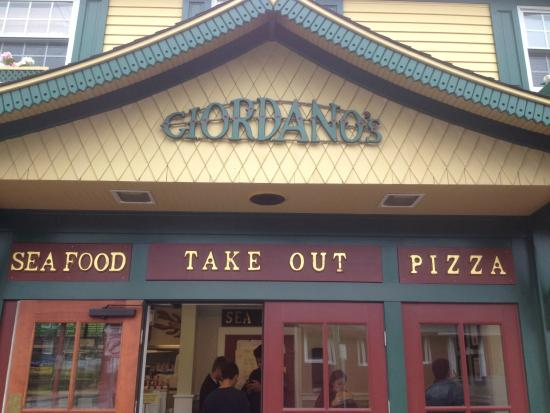 Giordano's Restaurant & Clam : Front View