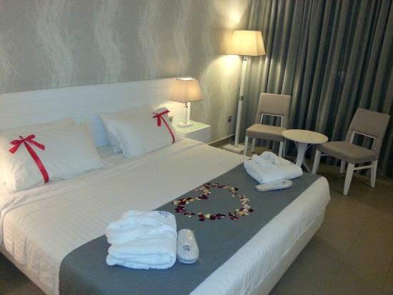 Princess Andriana Resort & Spa: The biggest bed ever!