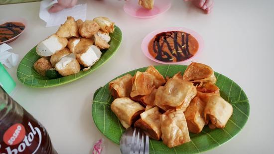Batagor Riasari: yummy batagor, freshly fried.