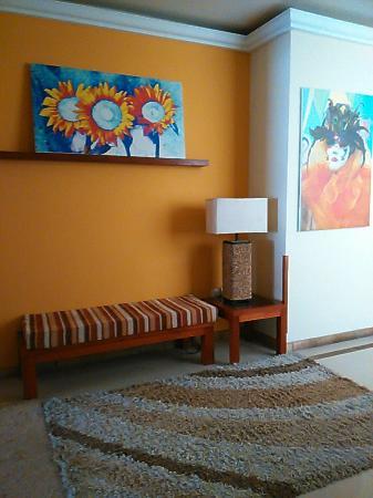 Hotel Boutique Confort Suites: Pasillo segundo piso