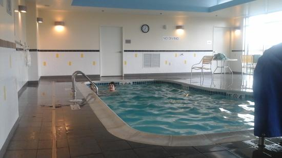 Fairfield Inn & Suites St. Louis West/Wentzville: The pool is small, but very clean and pleasant.