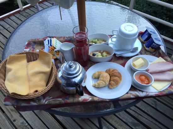 La Petite France: Desayuno al cuarto!