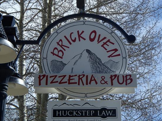 Brick Oven Pizzeria and Pub : Brick Oven Pizza
