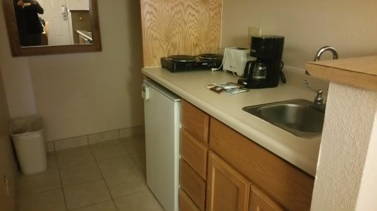 Hospitality Suite Resort : Functional kitchenette