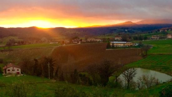 Agriturismo Val della Pieve: Tramonto dall'agriturismo