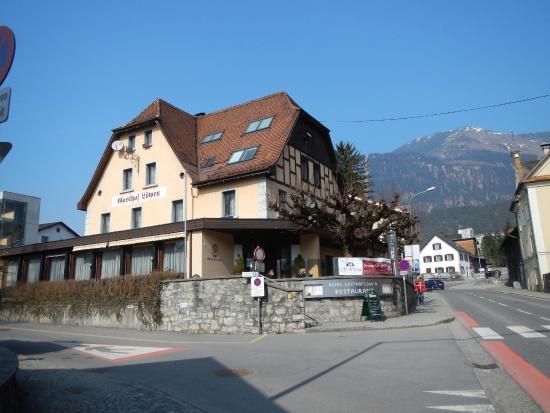 Gasthof Hotel Löwen: View of hotel front and restaurant enterance