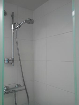 Kyriad Deauville - Saint Arnoult : douche sans porte
