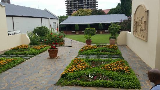 President Paul Kruger House: Jardim interior