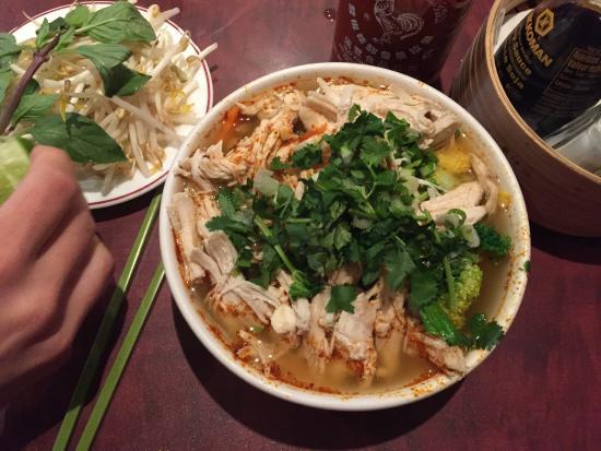 Wok N Roll Restaurant : Tom Yum (chicken and vegetables)