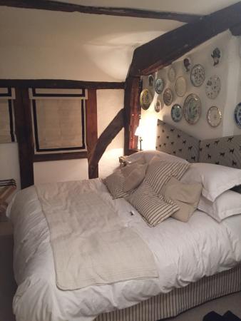 Pelham Hall Bed & Breakfast: Bed in Labrador room