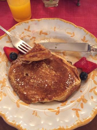 Pelham Hall Bed & Breakfast: Fantastic pancakes for breakfast