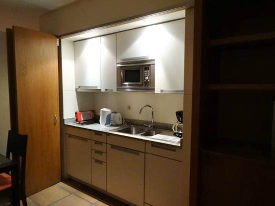 Atlantida Apartments: kitchen area