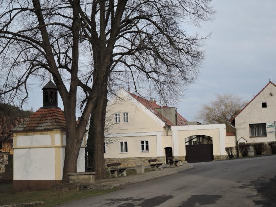 Village House: pohled z návsi