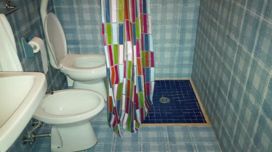 Muffa sul muro foto di hotel amalfi jesolo tripadvisor - Muffa nella doccia ...