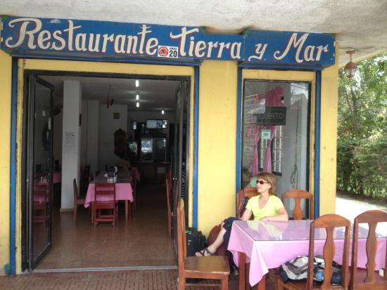 Restaurante Tierra y Mar: Lunch on the porch