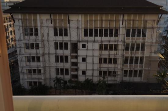 Royal Twins Palace Hotel: adjacent building works