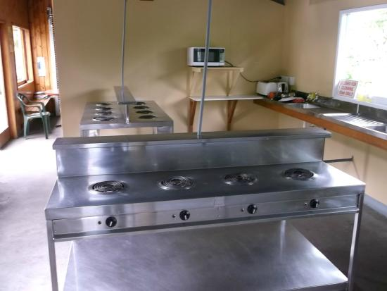 Punakaiki Beach Camp : kitchen