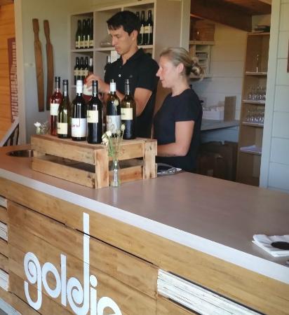 Isla Waiheke, Nueva Zelanda: Goldie staff