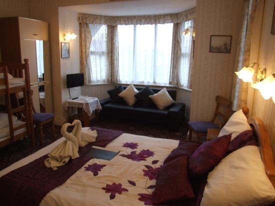 Knighton Lodge: family room
