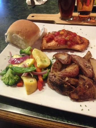 8th Street Grille: Grilled Atlantic Salmon