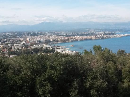 Phare de la Garoupe : La vue sur Antibes