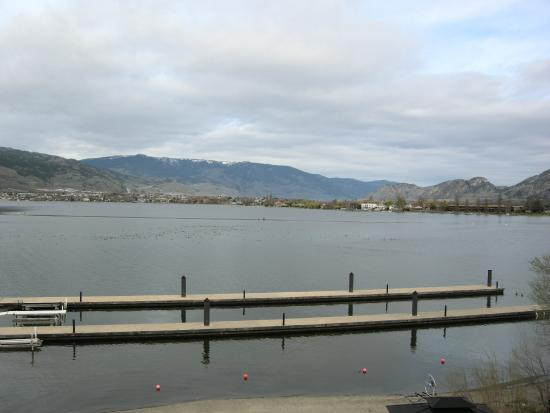 Walnut Beach Resort: View from our room...across Osoyoos Lake to Osoyoos