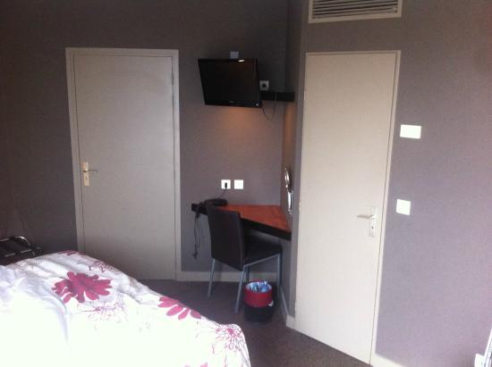Hotel du baou : chambre